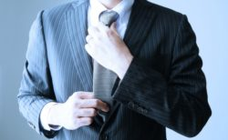 【スーツ】毎朝、ネクタイ着用に時間を使っていませんか?この方法なら一瞬で解決!