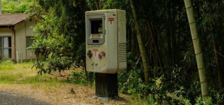 【おわかりいただけただろうか】四国の山中に、ゲームボーイ型の郵便ポストが存在した