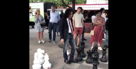 【ストックホルム】イケてるおじ様たちの熱いストリートチェスバトルが楽しそう!