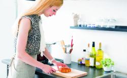 【裏技9選】エビの「殻」がズルっと。これは料理が捗るに違いない!