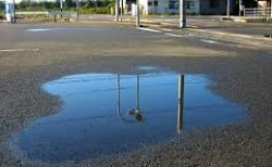 【道路】水害対策用の「アスファルト」が凄すぎる。消えた水はどこに行ってるん!