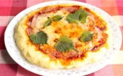 【もう普通のピザには戻れない】レンジで作れる簡単ピザ!モッチモチで美味しそう!