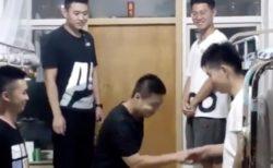 【中国】寮にエアコンが設置された男達が嬉しそう!!
