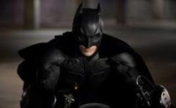 道路走ってたらバットマンが逮捕されてた。シュールすぎる!