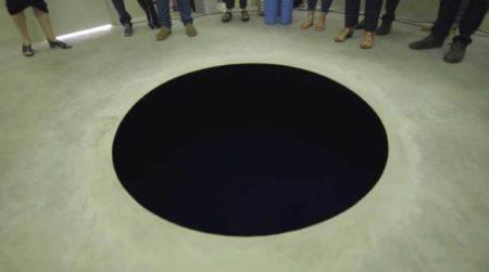 【真っ黒】産総研、光をほとんど吸収する「暗黒シート」の開発に成功。凄すぎる!