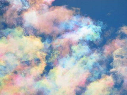 【空】なんとも美しい「彩雲」を発見。こんな綺麗なものが自然に発生するのか・・・