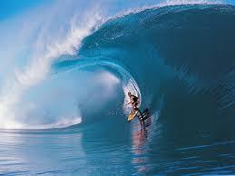 【ロマン】列車が通った「波」でサーフィンが楽しそう。海もめっちゃ綺麗だな〜