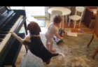 【動画】犬と猫の「種族を超えた」ラブラブシーンが美しい。完全に癒やし!