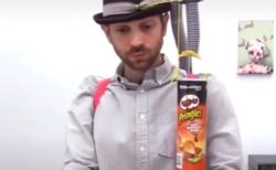 """スナック菓子を """"箸"""" で食べる時代は終わりました。これからは完全自動化です!"""