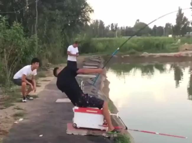 【ネット民大爆笑】生粋の釣り師、逆に釣られる