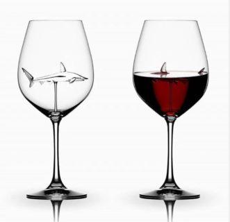 【恐怖】赤ワインを飲んだらサメが出現! これもう半分ジョーズだろ