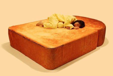 【話題】トーストに挟まれて眠りたい人必見! これなら思う存分トーストを堪能できるぞ!