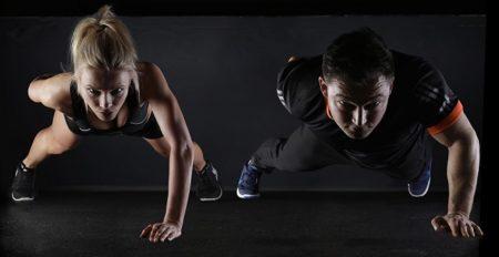 【20秒を8セット】筋トレ研究家による「ジム不要、超凶悪な上半身トレーニング」が話題。かなりキツイ!でも効果は絶大・・