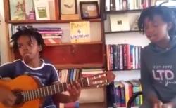 【ロビンソン】アフリカの子供が「スピッツ」歌う動画。まじで感動した!