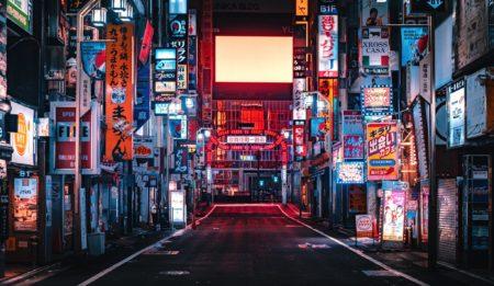 【写真】台風で人がいなくなった「新宿」が幻想的過ぎる。まるで龍が如く!