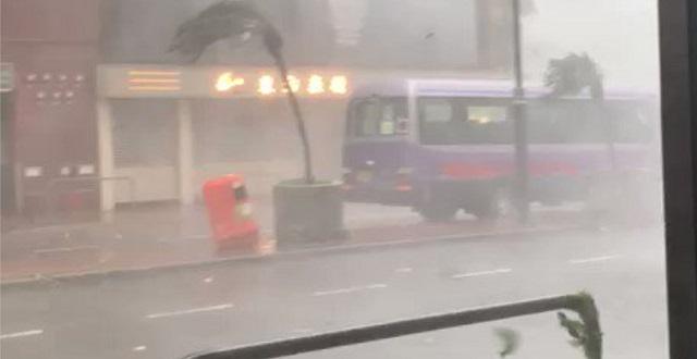 【動画の説得力】去年 香港直撃した超大型台風の様子がこちら ※台風19号はこれより強烈予想