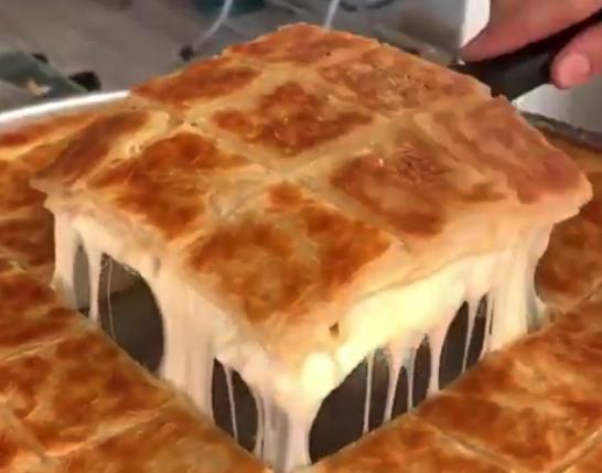 【ビヨーン】トルコ料理のチーズたっぷり「ボレク」が完全に飯テロなんだが!