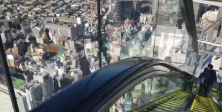 """【渋谷ヒカリエ】スクランブルスクウェア屋上の """"エスカレーター""""が怖すぎる!"""