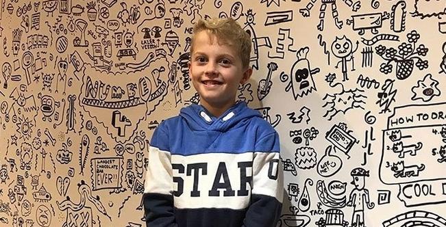 【必見!】落書き好きな9歳児、レストランの壁に絵を描く仕事を得る 全世界が感動!
