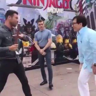 【動画】ジャッキーチェンのアクションがカッコいい!