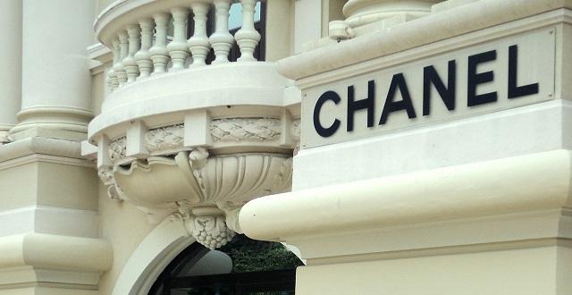 【名品コスメ】CHANELのハイライト ホワイトオパール。ひと塗りだけでめちゃくちゃ綺麗な艶肌に。手放せなくなると話題