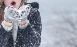 【必見】スマホで撮影した雪の結晶、世界が変わる美しさでネット女子騒然!100均グッズで簡単に撮れるらしい!