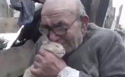 【動画】火事で全てを失った男、大切な家族(猫) を抱きしめる ネット「助かって良かった」