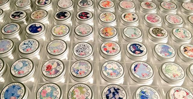 【大正時代から続く老舗店】365日のデザイン、好きな香りを選んで作ってもらえる「365ハンドクリーム」全てが素敵で話題に
