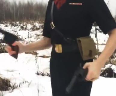 """【凄い】ロシア美女による """"ガンスピン"""" が美しすぎる!どれくらい練習したのか?"""