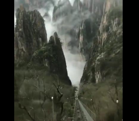 【雄大】まるで水墨画の世界みたいな景色が見られる「西海地軌電車」が話題に!