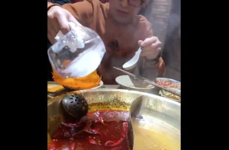"""【知識】火鍋から """"油"""" を除去する方法が発明される。これは便利!"""