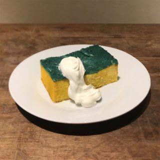 【再現】緑と黄色のスポンジケーキを作ってみたら、想像以上の「スポンジ」が完成!