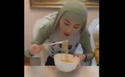 【便利】長い髪の女性による「ラーメンの食べ方」が面白すぎる!
