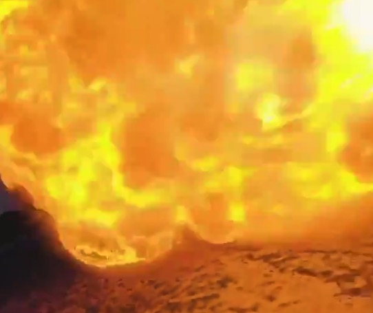 【衝撃】火炎放射器を「ドローン」で撮影してみたら凄いものが撮れた!