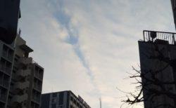【衝撃】スカイツリーが「雲」を裂く瞬間が撮影される。すごい写真だ!