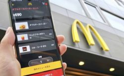 【朗報】マクドナルド、ついに「スマホ注文」を全国導入へ!