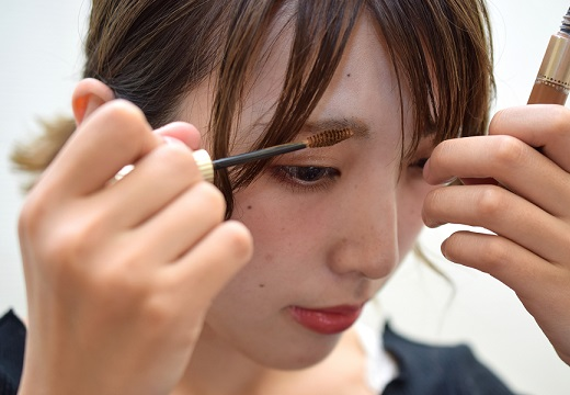 【コスメ】使うと使わないじゃ全然違う!ヴィセの眉マスカラ(935円)が話題「お湯落ち最高」「発色さすがって感じ」