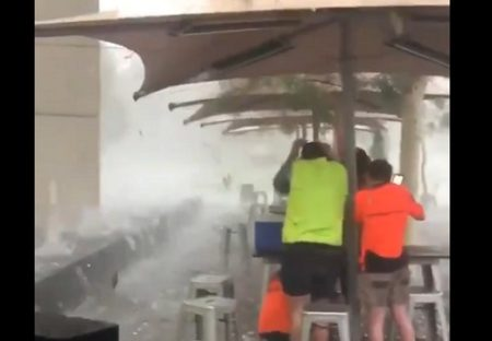 【恐怖動画】オーストラリア、巨大な雹が砲弾のように降りまくる