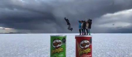 【衝撃】ウユニ塩湖で撮影された「トリック動画」が凄すぎる。やってみたい!