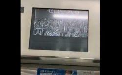 【映像】電車内の「広告」がバグってて最高に格好良かった!