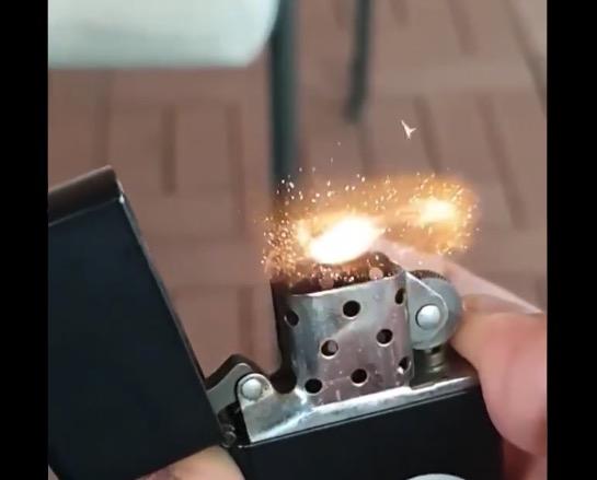 【衝撃】ライターが着火するまでの瞬間をスローモーション撮影してみたら凄かった。