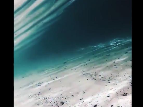 【まるでCG】息を呑むほど美しい「波」の映像が話題に。これはキレイ!