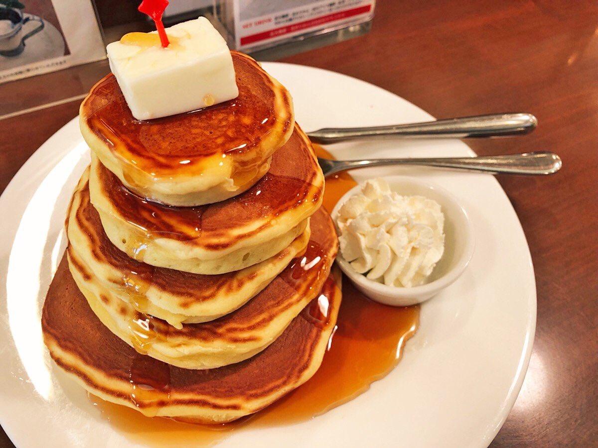 【話題】「5段重ねホットケーキ」がヤバすぎる! あなたは食したことがあるだろうか・・・