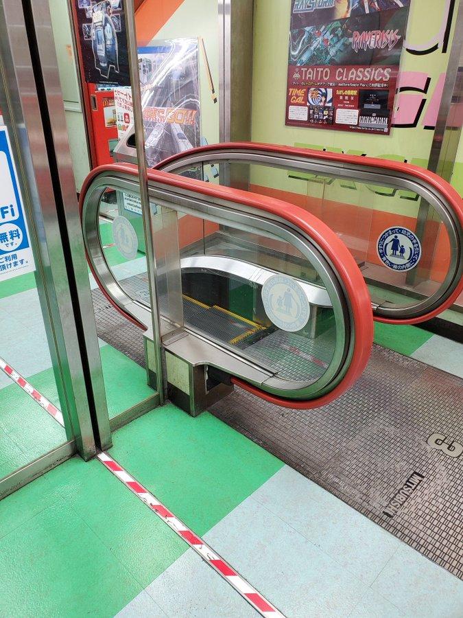 【錯覚】秋葉原タイトーにあるエスカレーターが超短い!! どうなってんだこれ!?