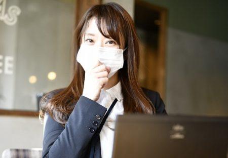 【女子に朗報】マスクに付きにくいファンデの組み合わせが話題。「8時間つけてたマスク、ほとんど付いてない!」