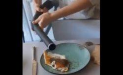 【あっ】玉子焼きにコショウかけすぎちゃった女の子。掃除機で除去を試みるも・・・