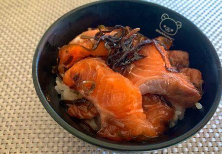 【レシピ】ネットで見た「サーモンの刺身+塩昆布」をやってみたら素晴らしくおいしかったのでやってみて!