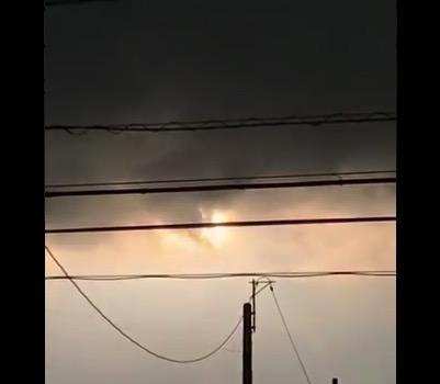 ベランダから「ロケット」の打ち上げを目撃。真夜中にやるのか・・・