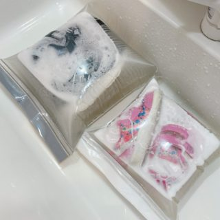 【ジップロック】めっちゃ画期的な「靴の洗い方」が話題に。これは良い!