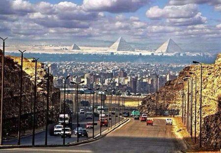【絶景】エジプト、市街から見えるピラミッドがとても幻想的